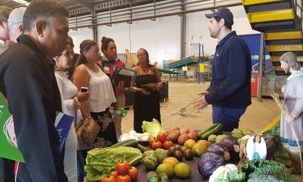 Representantes de cooperativas cubanas visitan Benihort