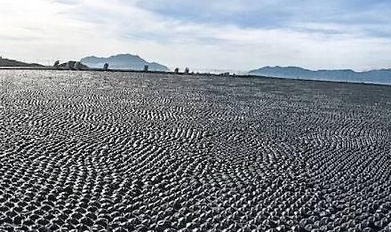 Módulos que reducen la evaporación y evitan el crecimiento de algas